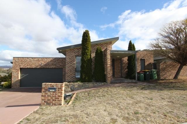 1 Elaroo Place, Jerrabomberra NSW 2619