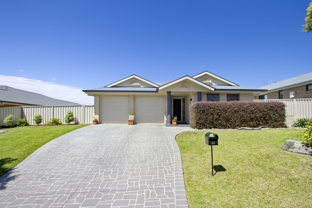 41 Royal Mantle Drive, NSW 2539