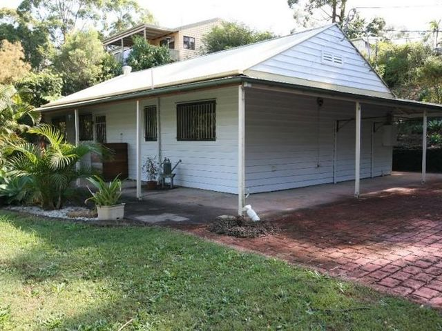 32 Ashley Road, Chermside West QLD 4032