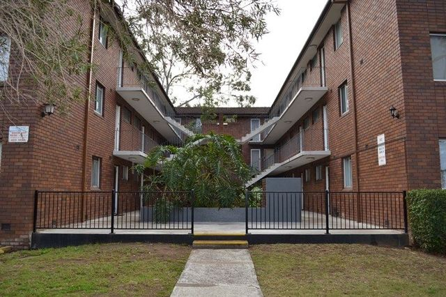 15/9-11 Santley Crescent, Kingswood NSW 2747