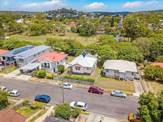 11 Dobbie Street, QLD 4121