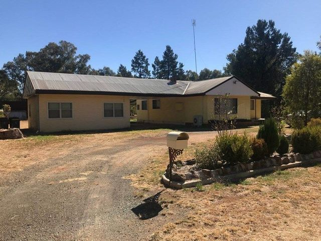 212 Military Road, Parkes NSW 2870