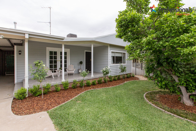 411 Lake Albert Road, Kooringal NSW 2650