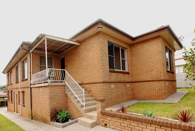 2/5. Buena Vista Avenue, Lake Heights NSW 2502