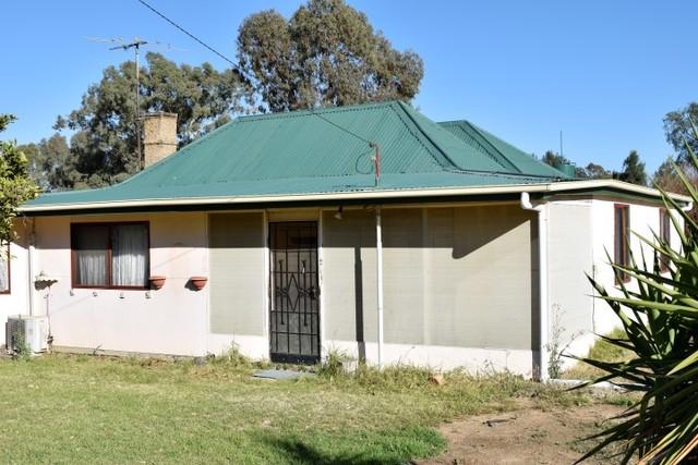 39 Bradley Street, Grenfell NSW 2810