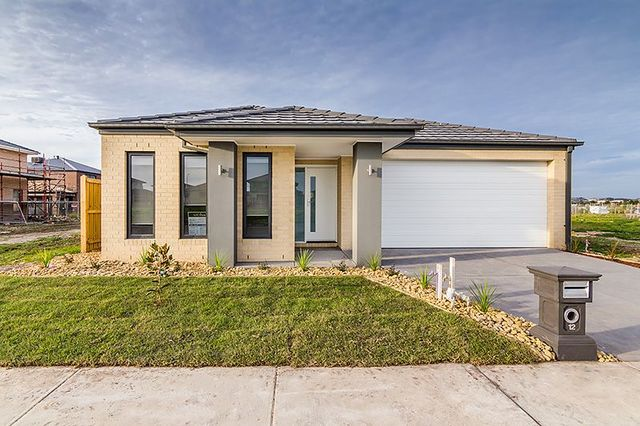 12 Greenslate Street, Clyde North VIC 3978