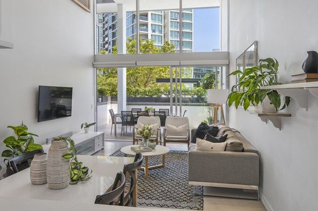 102/37 Harbour Road, QLD 4007