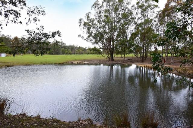 132 Jervis Bay Rd, Falls Creek NSW 2540