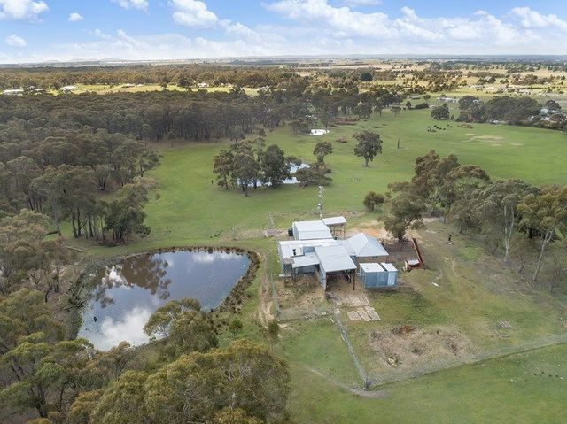 87 Finchs Road, Smythes Creek VIC 3351