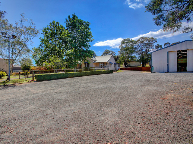 8 McCourt Rd, Moss Vale NSW 2577