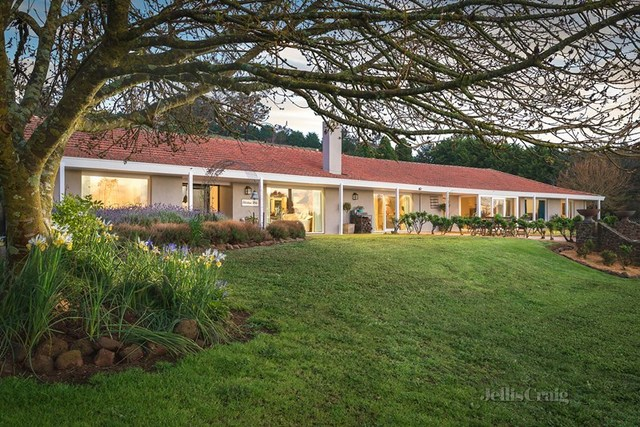 47 Crooked Road, Romsey VIC 3434