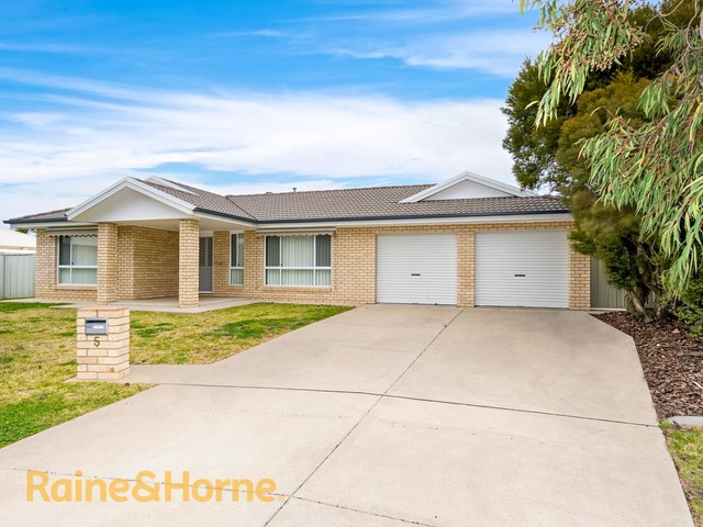 5 Giwang Place, Glenfield Park NSW 2650