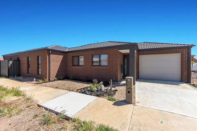 8 Mavi Avenue, Melton VIC 3337