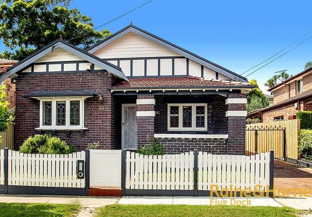 10 Courland Street, NSW 2046