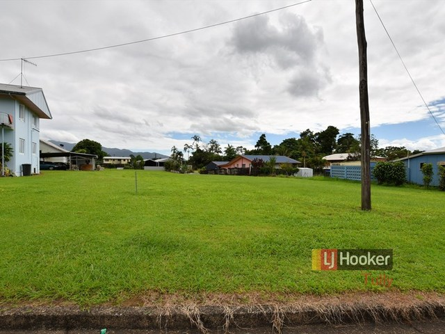 8 Henry Street, Tully QLD 4854