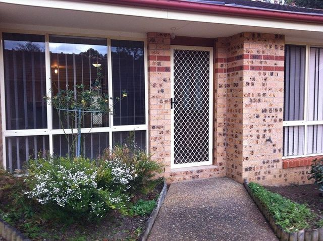 2/2 Carisbrooke Close, Bomaderry NSW 2541