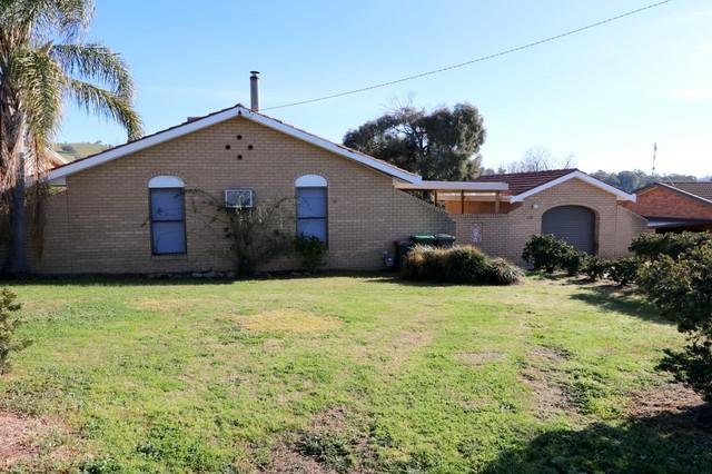 130 West Street, Gundagai NSW 2722