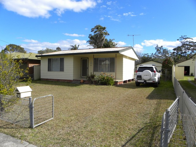 43 Lyons Rd, Sussex Inlet NSW 2540