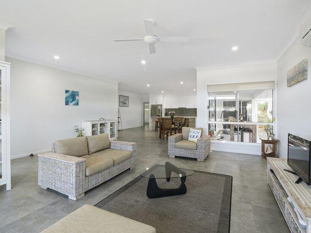 36 Sapphire Place, Elanora QLD 4221