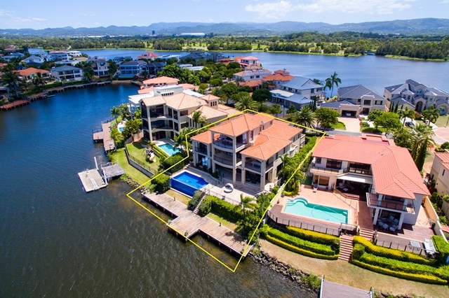 25 Istana View, Clear Island Waters QLD 4226