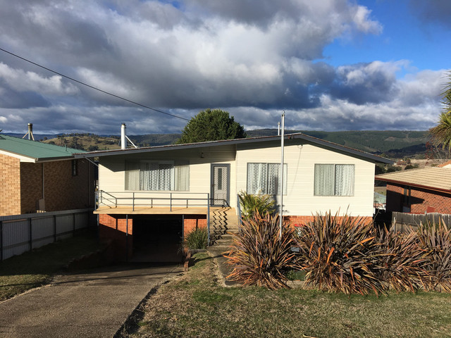 33 Sunnyside Ave, Batlow NSW 2730