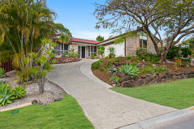 12 Polynesia Avenue, Pacific Pines QLD 4211