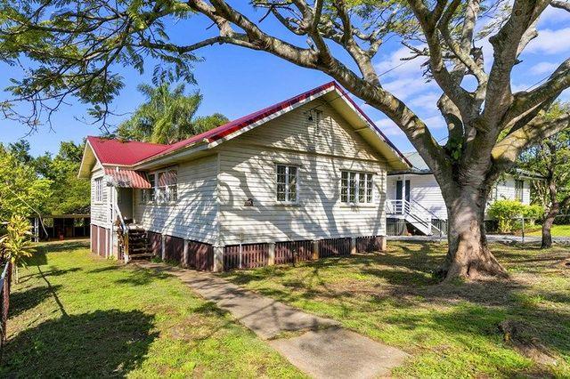 1104 Logan Road, Holland Park West QLD 4121