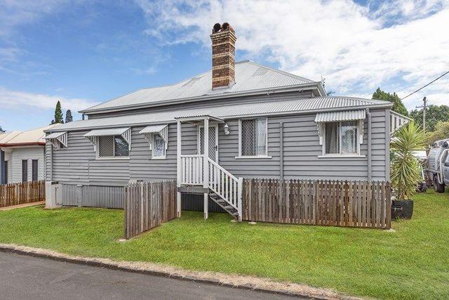 2/7 Raff  Street, QLD 4350