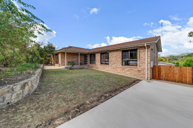 32 Max Henry Crescent, ACT 2904