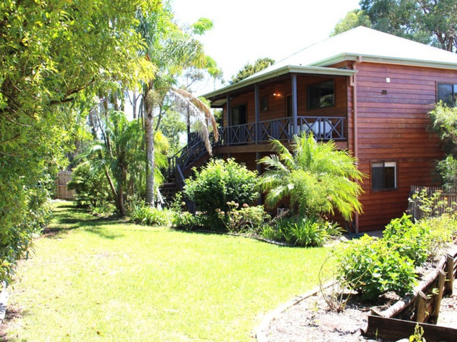 6 North East Place, Mollymook Beach NSW 2539