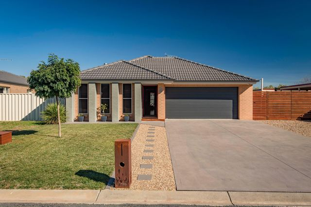 4 Deniston Circuit, NSW 2621
