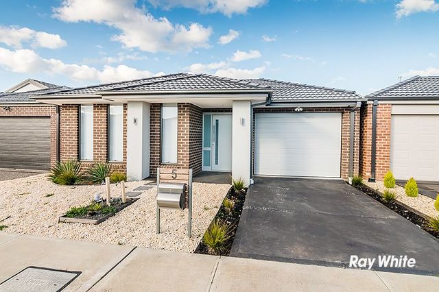 5 Saloon Circuit, Clyde North VIC 3978