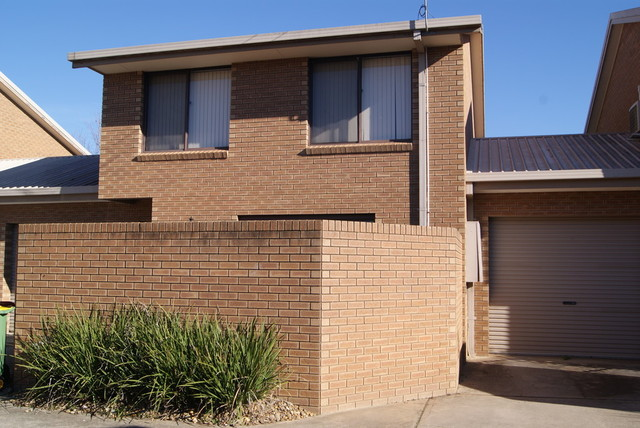 4/411 Bevan Street, Lavington NSW 2641