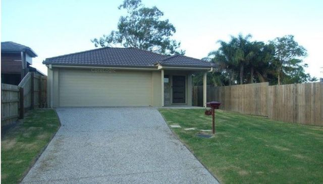 2 Waterlilly Court, QLD 4022