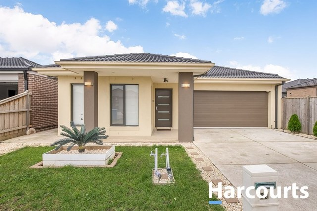 33 Naas Road, Clyde North VIC 3978