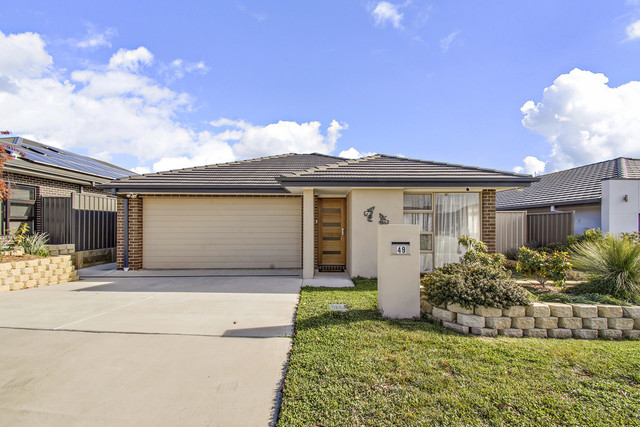 49 Harold White Avenue, Coombs ACT 2611