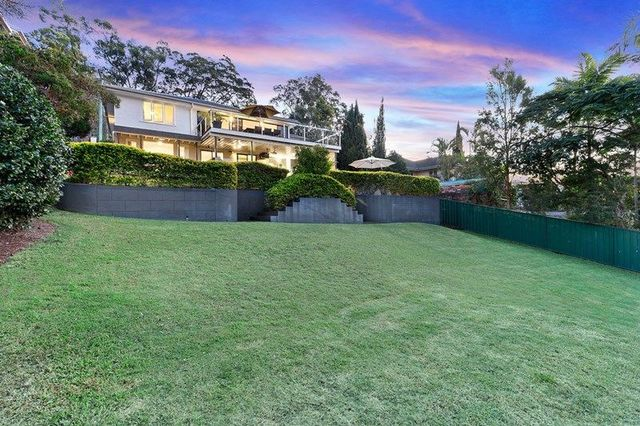 20 Castle Hill Street, Holland Park West QLD 4121