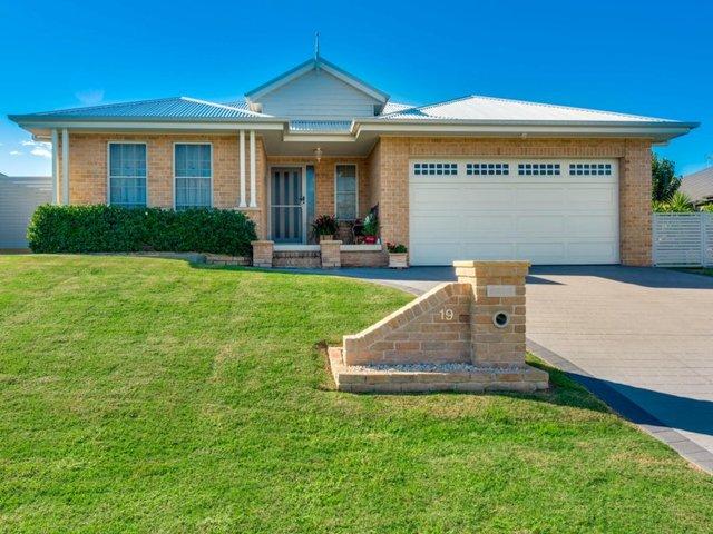 19 Hinchinbrook Close, Ashtonfield NSW 2323