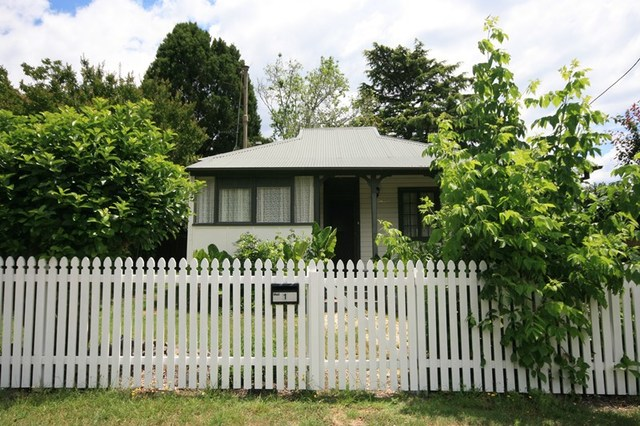 Railway Crescent, Mittagong NSW 2575