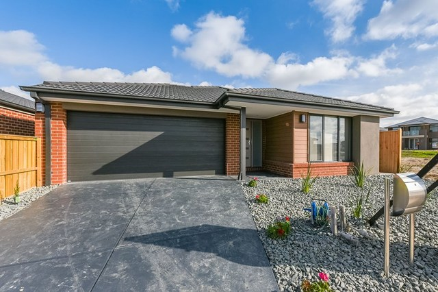 6 Cottongrass Avenue, Clyde North VIC 3978