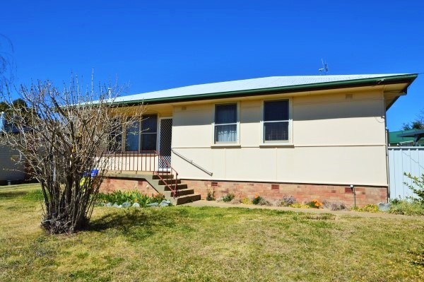 35 Abercrombie Street, Guyra NSW 2365