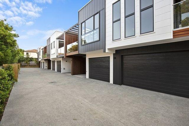 2/230 Queen Street, QLD 4215