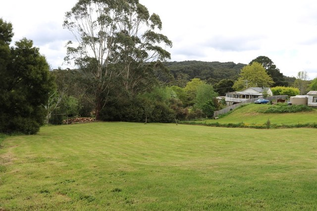 1065 Greendale-Trentham Rd, Blackwood VIC 3458