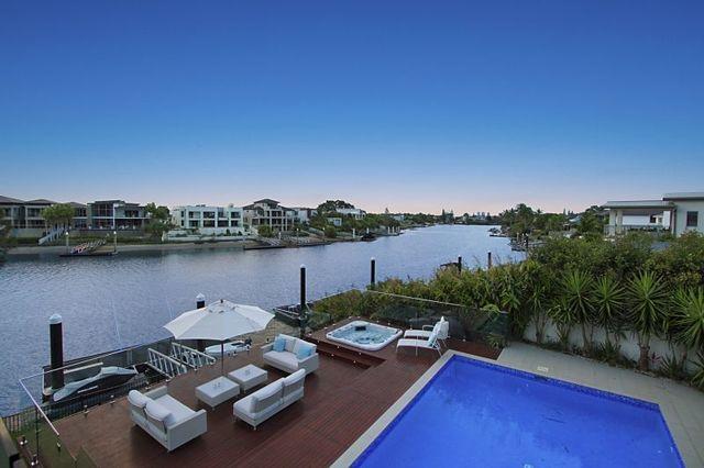 22 River Crescent, Broadbeach Waters QLD 4218