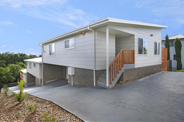2/166 Shearwater Drive, Lake Heights NSW 2502