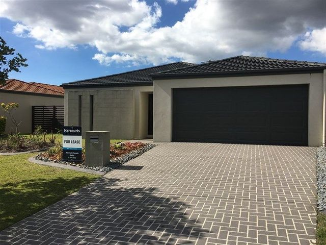 35 Waterlily Circuit, QLD 4034