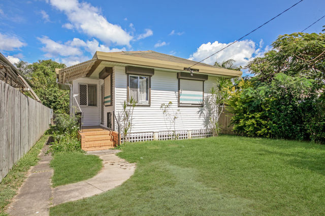 7 Westbrook Street, Woody Point QLD 4019