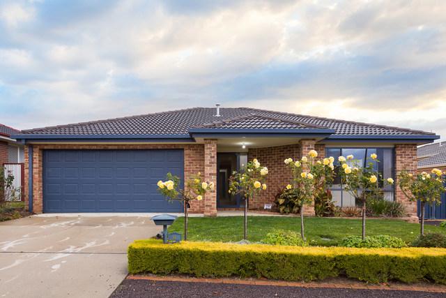 8 Pannamena Crescent, Jerrabomberra NSW 2619
