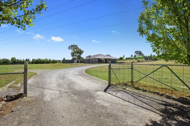 8 Governor Drive, NSW 2582