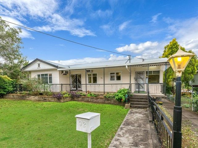 92 Central Avenue, Sherwood QLD 4075